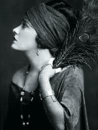 Gloria Swanson in Hollywoodland: A Silent Star's Hideaway (1/4)