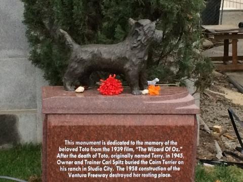 Toto's Memorial Statue